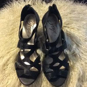 FERGIE Black Peep Toe Strappy heels